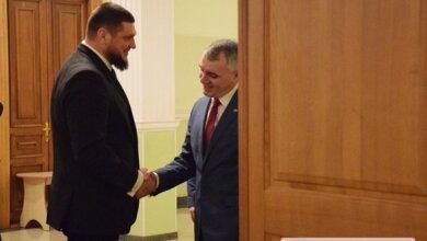 Опоздавший на час Сенкевич еще полчаса ждал у двери губернатора... Николаевские чиновники отметили день самоуправления   Корабелов.ИНФО