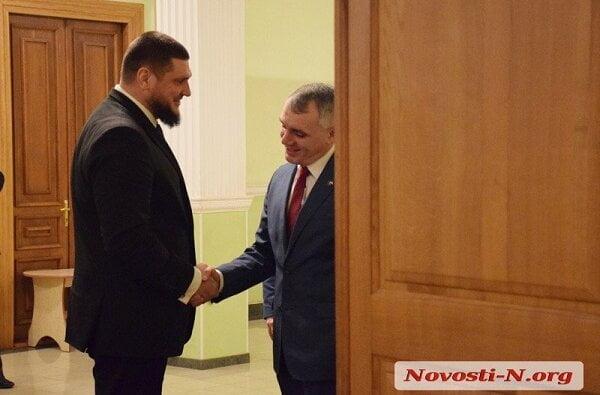 Опоздавший на час Сенкевич еще полчаса ждал у двери губернатора... Николаевские чиновники отметили день самоуправления | Корабелов.ИНФО