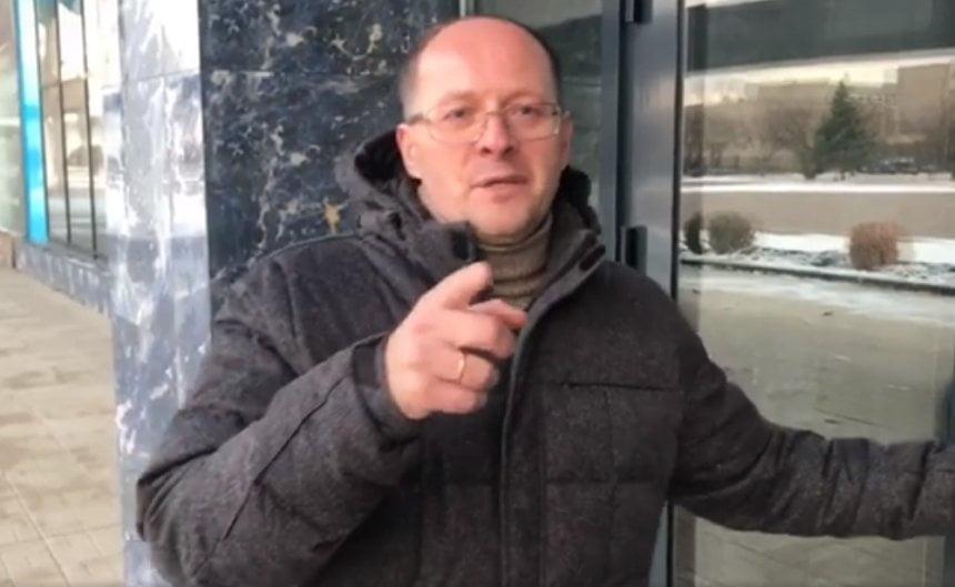 Photo of Можете заказать билет, позвонив мне лично! — директор аэропорта ответил на жалобу николаевца
