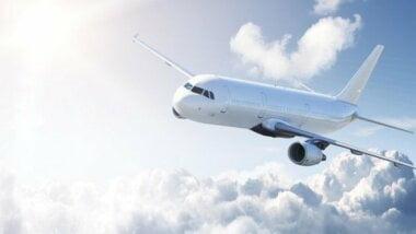 Самолет из Киева не смог с трех попыток совершить посадку в аэропорту Николаева и вернулся обратно