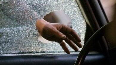 Photo of Ночью в Николаеве побили окна и обокрали автомобили «Мерседес» и «Ягуар»