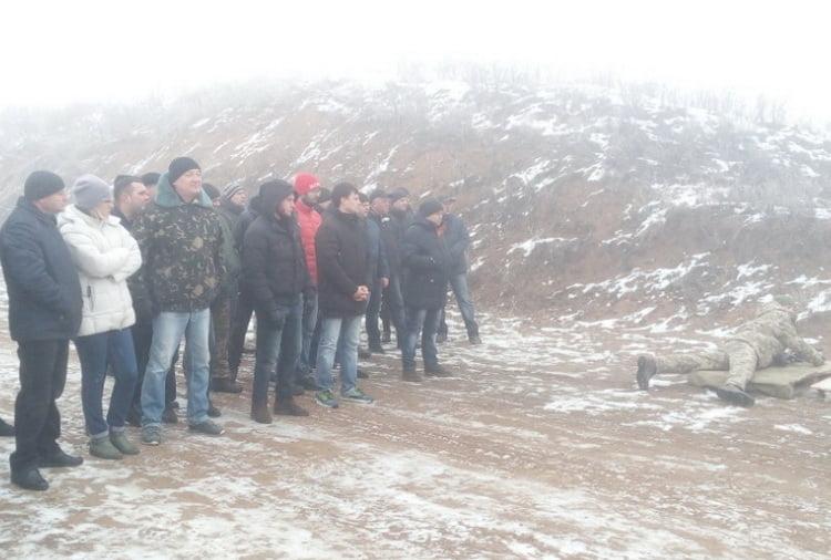 Стріляли та кидали гранати чиновники з адміністрації Корабельного району, але без голови (Фото)