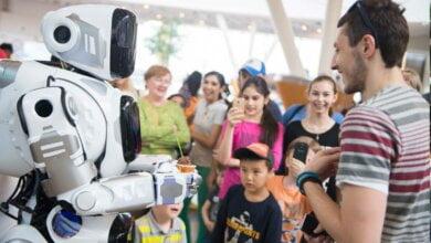 Російський канал видав за робота людину у костюмі робота (відео) | Корабелов.ИНФО