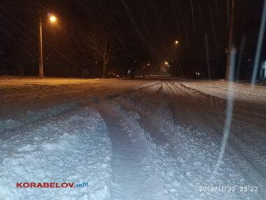 Дорога в снегу в Корабельном районе