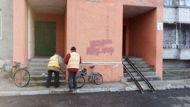 Замалювали написи із рекламою наркотиків, прибралися на зупинках... Про очищення Корабельного району з 2 по 4 січня | Корабелов.ИНФО image 5