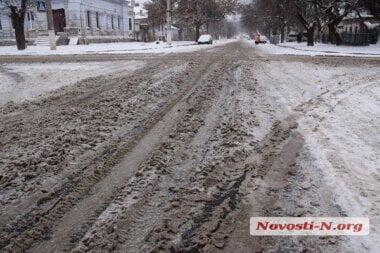 Непогода в Николаеве стала «неожиданностью»: на дорогах снежная каша, много мелких ДТП