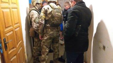 Photo of «На пол! Руки за голову!» — разбойников, напавших на зал игровых автоматов, задержали в Корабельном районе (видео)