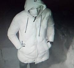 «Он остается среди нас!»: В Николаеве мужчина напал на девушку в подъезде, ограбил её и сбежал   Корабелов.ИНФО