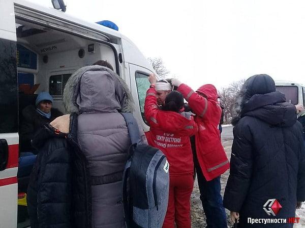 Под Николаевом из-за гололеда перевернулся автобус «Херсон-Одесса» – есть пострадавшие