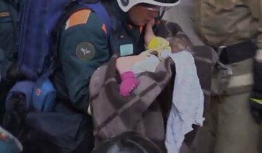 В Магнитогорске из-под завалов взорвавшегося дома спасли 11-месячного ребенка (видео)