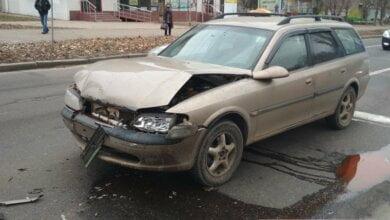 ДТП в Николаеве: столкнувшись с «Пежо», водитель и пассажир «Опеля» скрылись в «наливайке» | Корабелов.ИНФО image 2