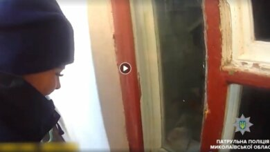 В Николаеве девушка-патрульная через окно проникла в дом, чтобы помочь старушке. ВИДЕО | Корабелов.ИНФО