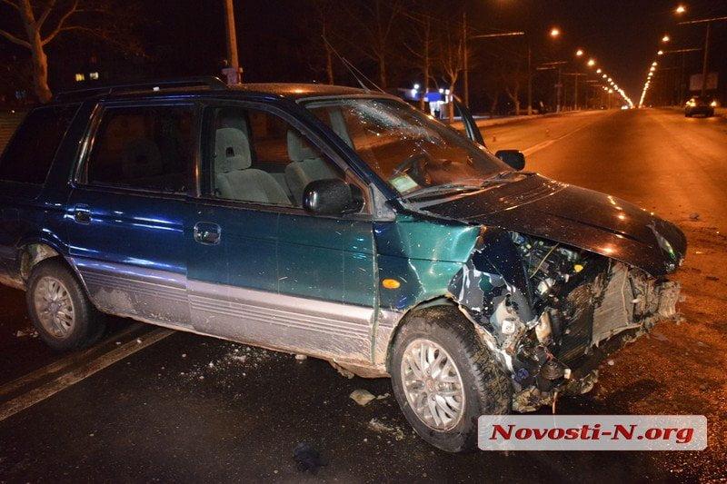 Пострадали жена и сын пьяного водителя, который на «Мицубиси» протаранил «БМВ» в Николаеве