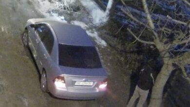 Photo of В Николаеве водитель сначала помочился, а после выбросил мусор на дорогу (Видео)