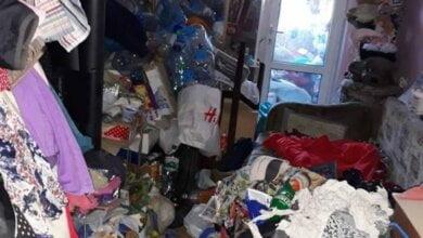 Photo of Жительница Николаева, превратив свою квартиру в свалку, запрещала дочери пользоваться электричеством и горячей водой