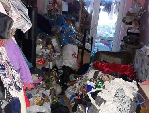 Жительница Николаева, превратив свою квартиру в свалку, запрещала дочери пользоваться электричеством и горячей водой   Корабелов.ИНФО image 1