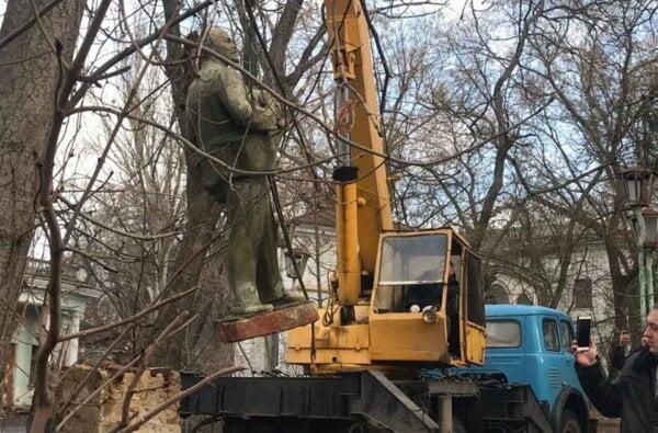 Прокуратура відзвітувала про знесення останнього пам'ятника Леніну в Миколаєві | Корабелов.ИНФО image 2