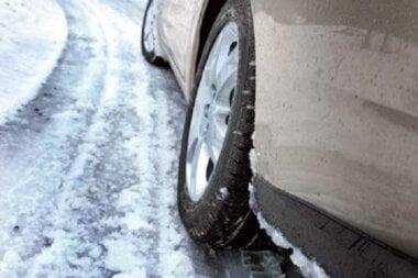 «Спасибо» мэру за зимний дрифт», - водители показали нерасчищенный въезд в Николаев со стороны Херсона
