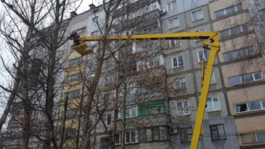 обрезка аварийных веток деревьев
