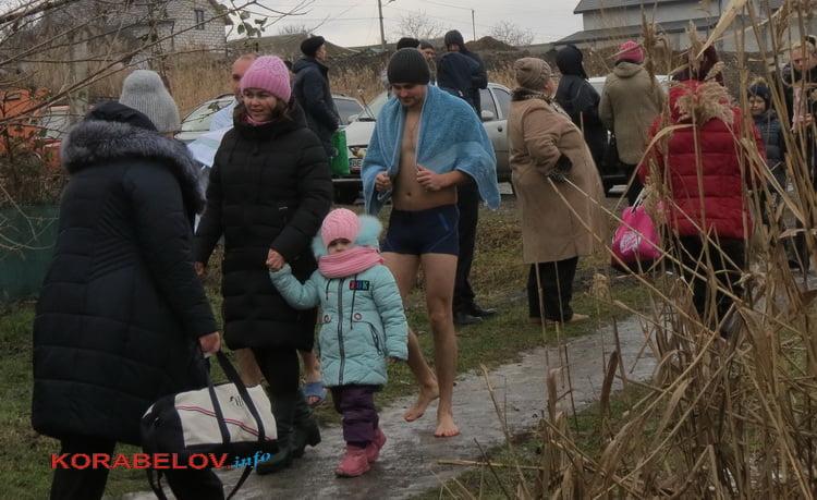 Photo of «Брякнулась на этом гребанном спуске и вырубилась», — жительница Корабельного упала у родника в парке «Богоявленский»