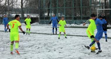 """Силами всего восьми игроков: футболисты """"Ольвии"""" встретилась на поле с командой """"Нечаянное"""""""