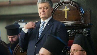 Photo of «Сходи в церковь, поставь свечку»: Порошенко ответил мужчине, спросившему о борьбе с коррупцией (Видео)