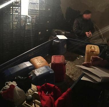 Полицейский на Николаевщине организовал банду, которая разворовывала дизтопливо на автодорогах нескольких областей