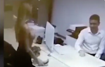 Девушка в России разделась, чтобы получить автозайм (Видео 18+) | Корабелов.ИНФО