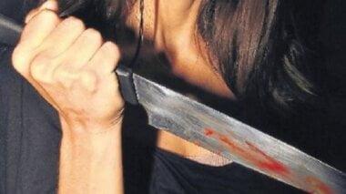 «Пострадавшего доставили в БСМП», - в новогоднюю ночь жительница Николаева ударила ножом мужа на глазах у детей