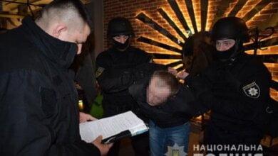 У Миколаєві затримали звідника, який постачав клієнтам-педофілам неповнолітніх хлопців для інтимних розваг (Відео) | Корабелов.ИНФО image 4