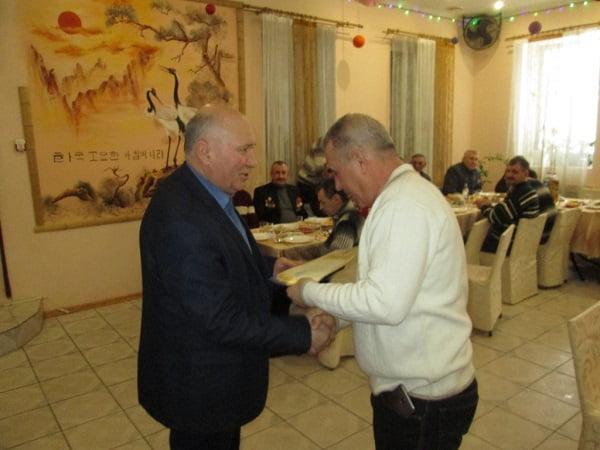 Photo of «А в ресторане, а в ресторане»… Чиновники Корабельного района наградили участников советской оккупации Афганистана