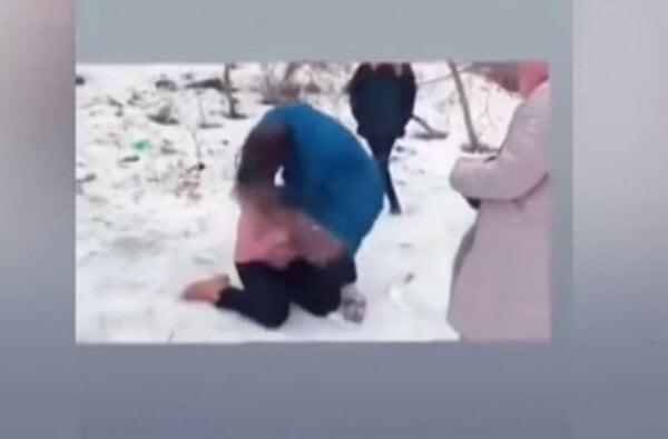 В Житомире школьницы в прямом эфире жестоко избили ровесницу. ВИДЕО 18+   Корабелов.ИНФО