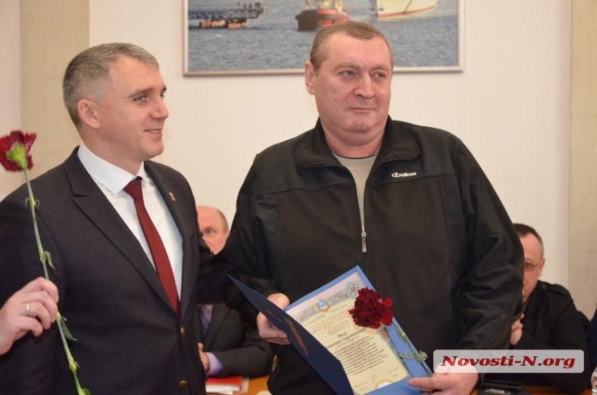 Photo of Мэр Николаева не разделяет участников АТО и воинов советской оккупации. Сенкевич в очередной раз наградил «афганцев»