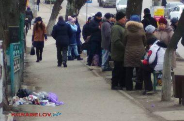 тротуар на пр. Богоявленском (возле остановки 114 маршрута)
