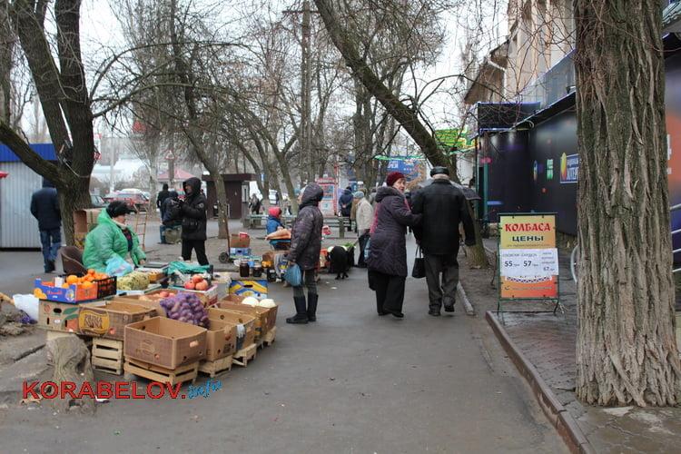 Photo of «В 9 и в 12 часов»: администрации Корабельного района поручили ежедневно проводить рейды возле местного рынка