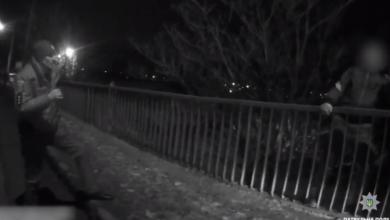 Патрульные спасли пьяного самоубийцу, пытавшегося спрыгнуть с Широкобальского моста в Николаеве (Видео) | Корабелов.ИНФО