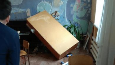 В Морском лицее Николаева из-за ветра вылетела оконная рама, после чего шкаф упал на охранника, травмировав его | Корабелов.ИНФО image 5
