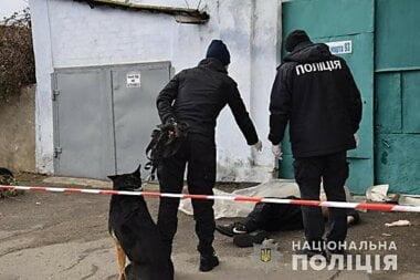 Во время пьяной ссоры хозяин дома в Николаеве убил бездомного мужчину и ножом порезал ему лицо