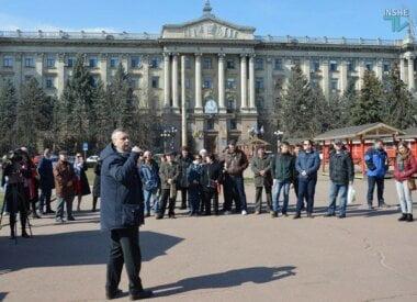 Активисты все же собрались под мэрией Николаева и потребовали от Сенкевича извинений за «маргариновый скандал»