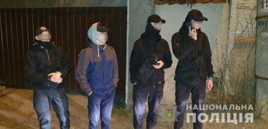 «Решили «разобраться»: в Николаеве вооруженные малолетки в балаклавах устроили драку со стрельбой