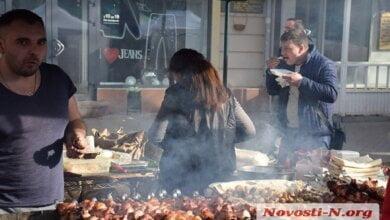 «В лучших традициях»: улица Соборная в Николаеве вновь превратилась в шашлычную и пивную   Корабелов.ИНФО image 7