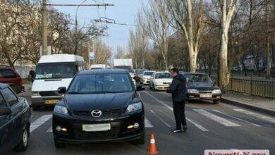 Mazda сбила беременную женщину на пешеходном переходе в Николаеве – пострадавшую увезла «скорая» | Корабелов.ИНФО image 3