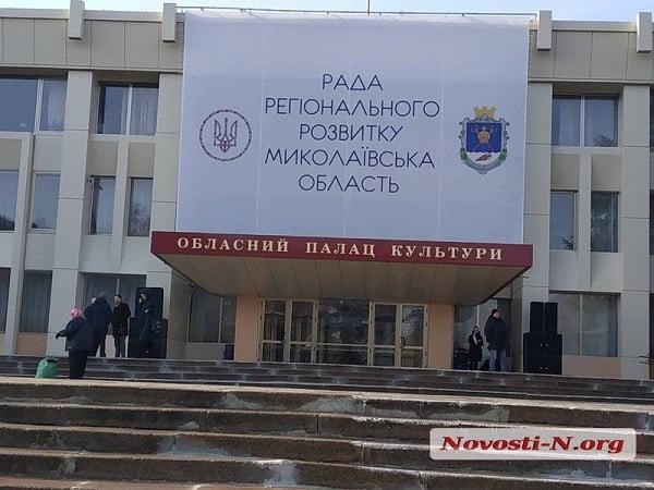 Николаев готовится к визиту Порошенко: в городе много полиции, а на Херсонском шоссе образовалась пробка