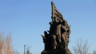 В Николаеве отметили 75-ю годовщину освобождения города, возложив цветы к памятнику Ольшанцам | Корабелов.ИНФО image 6