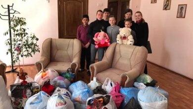 Учні Галицинівської школи передали центру реабілітації дітей іграшки та речі, які зібрали під час благодійної акції | Корабелов.ИНФО image 3