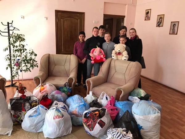 Photo of Учні Галицинівської школи передали центру реабілітації дітей іграшки та речі, які зібрали під час благодійної акції