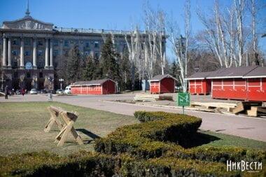 «У вас тут цирк», - Садовый о том, что в отличии от Николаева во Львове давно убрали с площади рождественскую ярмарку