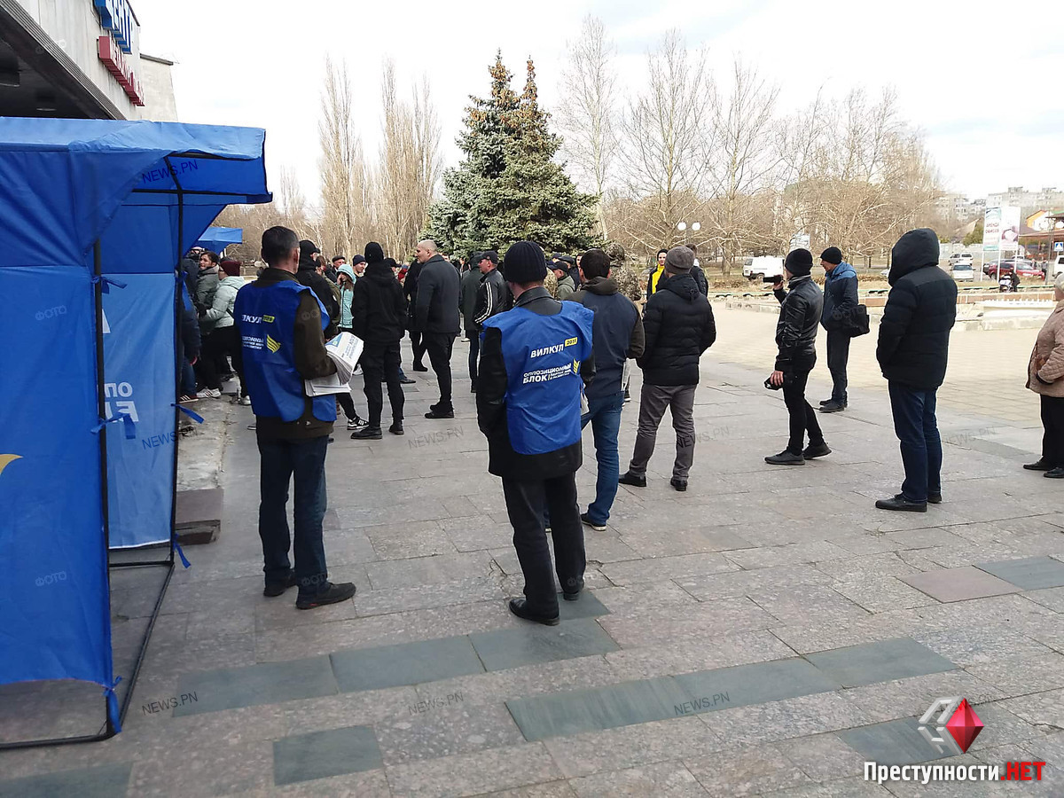 Полиция не пустила активистов-патриотов на встречу с Вилкулом в Корабельном районе (видео)