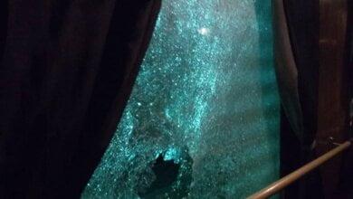 """""""Это не просто хулиганство"""": ночью камнями выбили окна в движущемся поезде «Ивано-Франковск - Николаев»   Корабелов.ИНФО"""