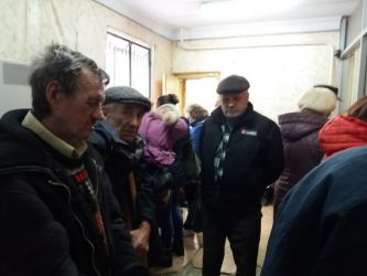 """очередь в """"Ощадбанке"""" по пр. Богоявленскому"""